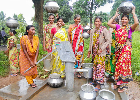 persecuted-women-at-well