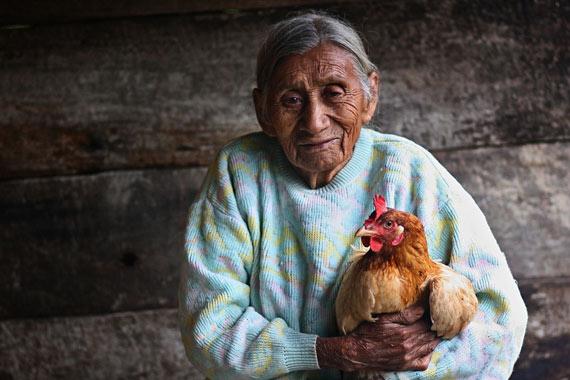 raymunda-holding-chicken