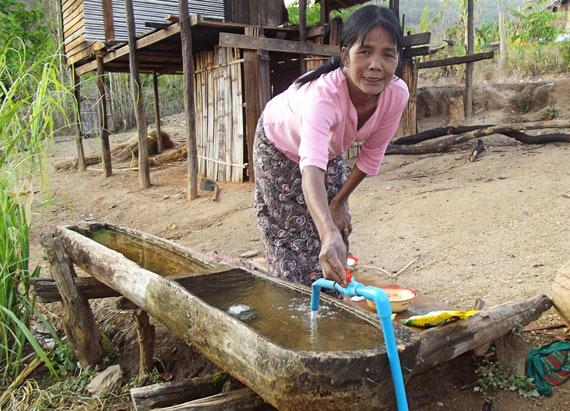 villag-woman-faucet