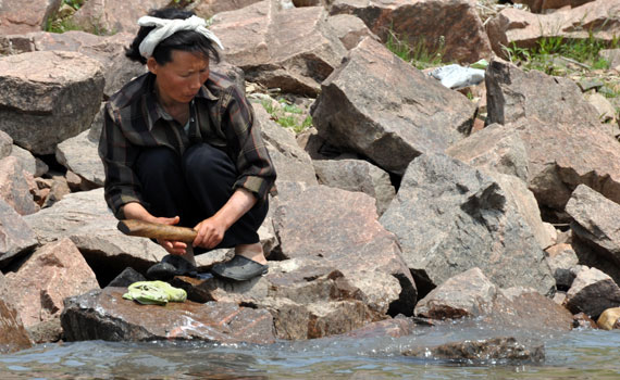 woman-washing-clothes
