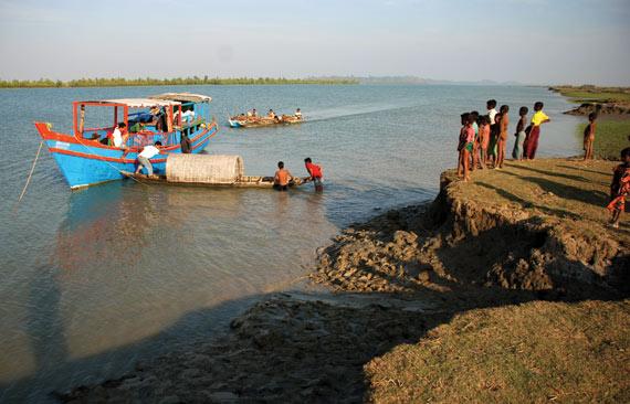 disaster-boat