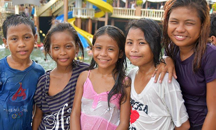 Picture of kids at the beach in the Philippines
