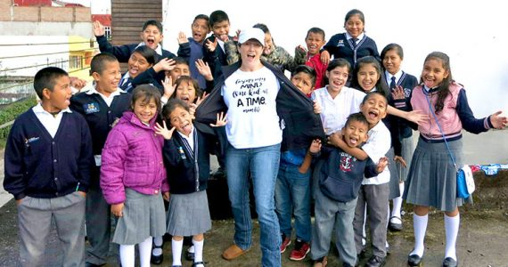 Picture of Nicole Fitzpatrick with children in Mexico