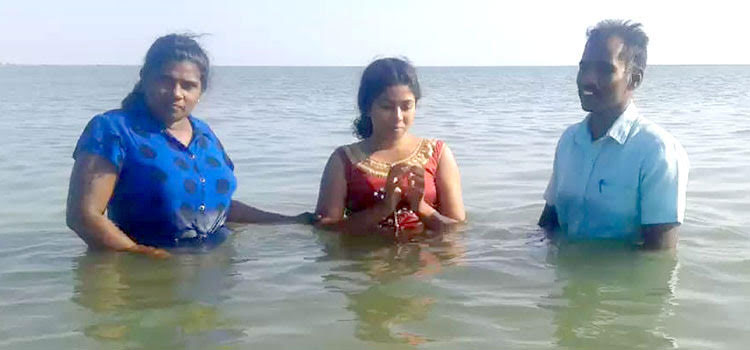 Picture of baptism in Sri Lanka