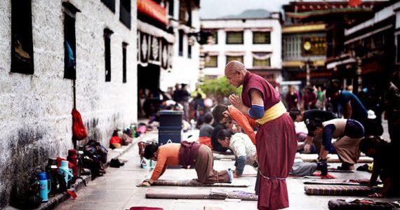 Picture of religious Tibetans praying