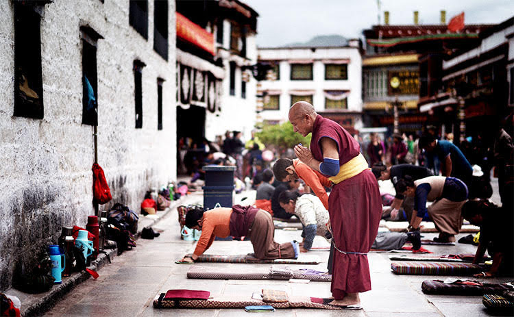Picture of religious Tibetans praying