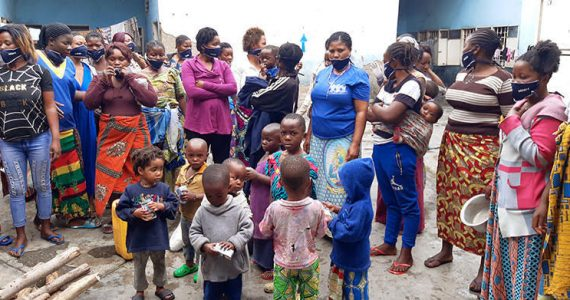 Picture of women prisoners in DR Congo with their children