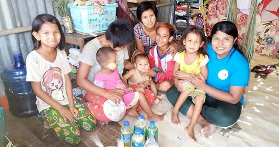 Picture of a family form the slums in Myanmar